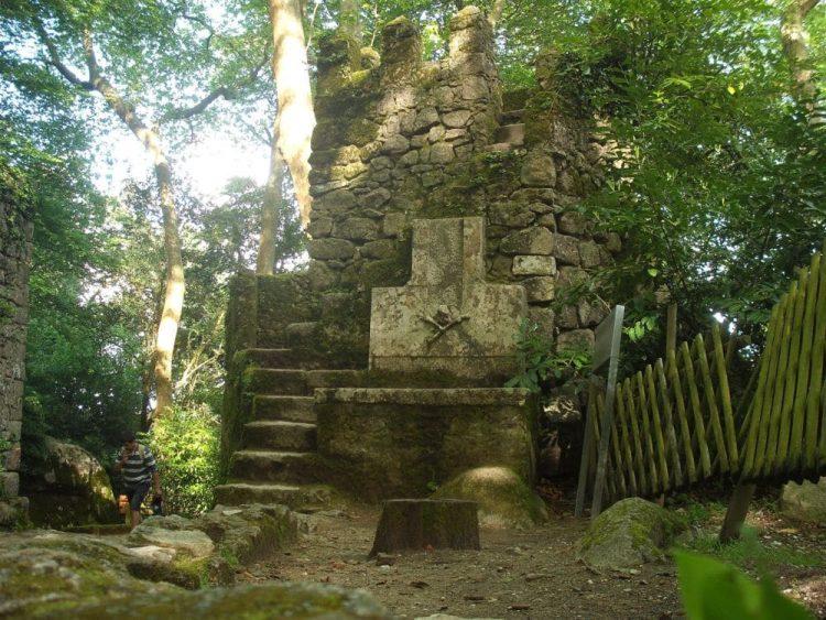 Castelo dos mouros tumulo