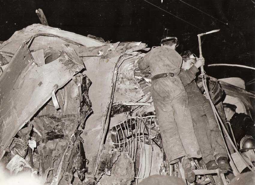 escombros das carruagens 2 Acidente Comboio em Sintra