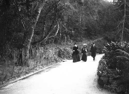 A Rainha Dona Amelia e os Duques de Connaught passeando em Sintra Visitas Reais a Sintra