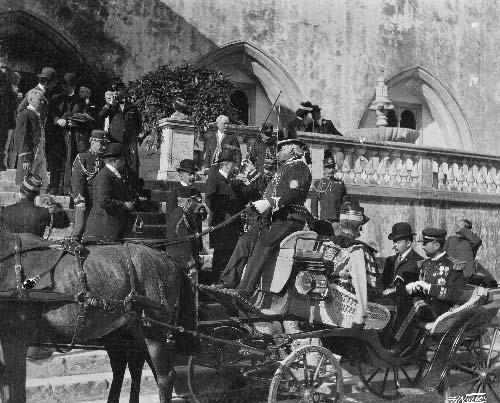 Algumas das individualidades que acompanharam Emile Loubet Visitas Reais a Sintra