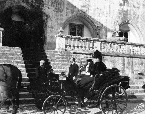 Partida da rainha Dona Amelia e da duquesa de Connaught do palacio Nacional de Sintra Visitas Reais a Sintra