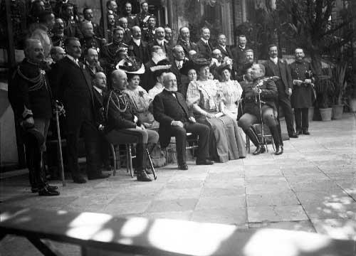 Presidente Loubet com a Familia Real e cortesaos no palacio de Sintra Visitas Reais a Sintra