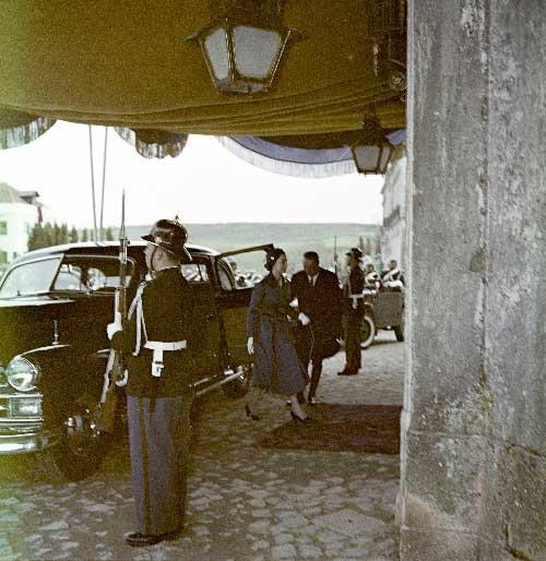 Rainha Isabel II Chegada ao palacio de Queluz 1 Visitas Reais a Sintra