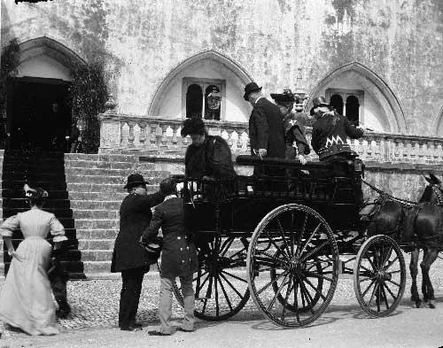 a Condessa de Alcacovas a chegada ao palacio Nacional de Sintra Visitas Reais a Sintra