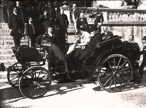 a chegada ao palacio de Sintra acompanhado pela Rainha Dona Amelia Visitas Reais a Sintra
