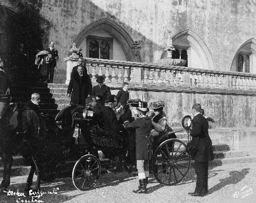 as filhas dos Duques na partida Visitas Reais a Sintra